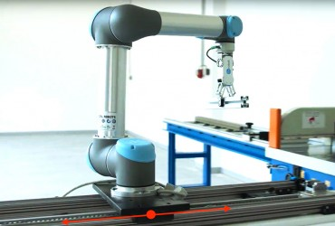 Rozšíření operačního prostoru průmyslových robotů pomocí lineárních os 4Dyne